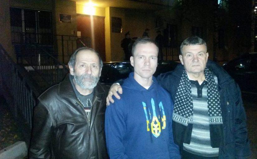 У 59 отдела полиции с Ильдаром Дадиным и Юрием Карпенко